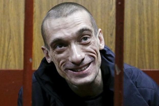 Россиянина, поджегшего французский банк, выпустили из психбольницы