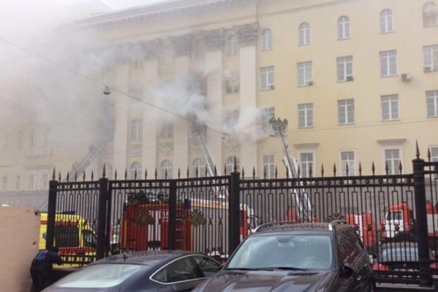Горевшее здание Минобороны РФ осталось без крыши