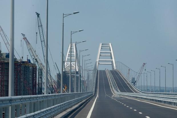 Трималося на соплях: у мережі з'явилися нові фото Кримського моста, що впав