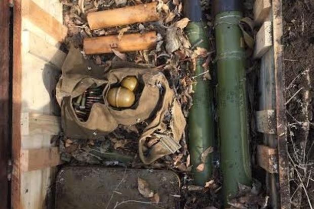 В Донецкой области нашли тайник с РПГ и гранатами