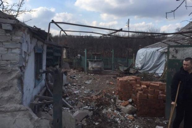 Боевики снова обстреляли Авдеевку, разрушены жилые дома