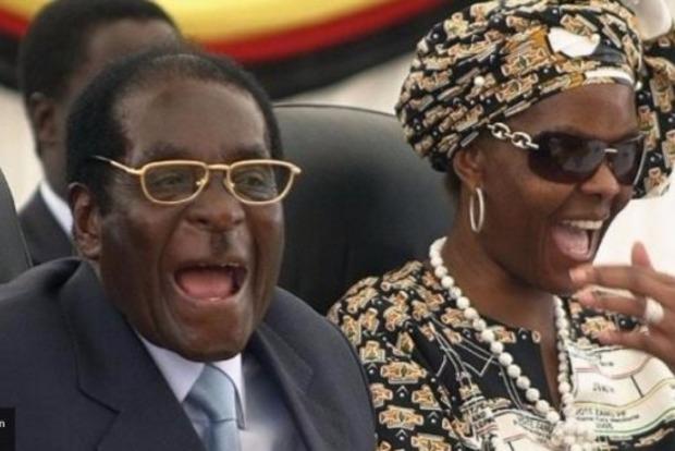 Супруга Мугабе после перелома уехала изЗимбабве