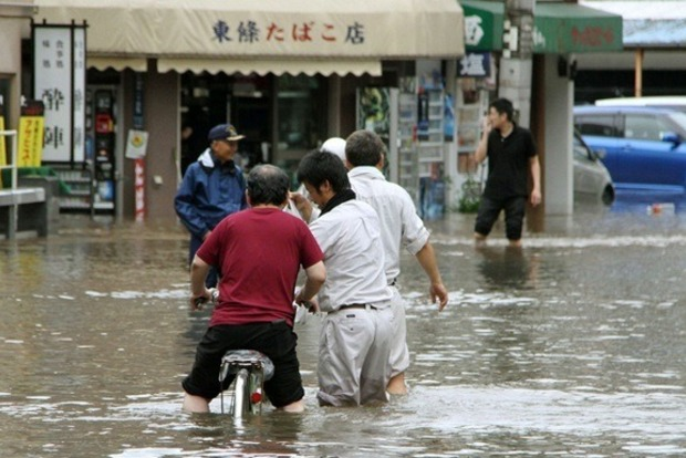 В Японии жертвой сильных ливней стали шесть человек