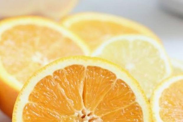Вітамін С не захищає від застуди, проте допомагає одужати
