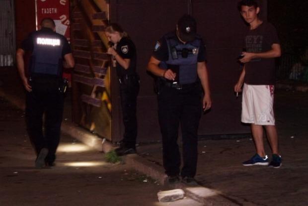В Днипре ночью троих человек расстреляли возле супермаркета
