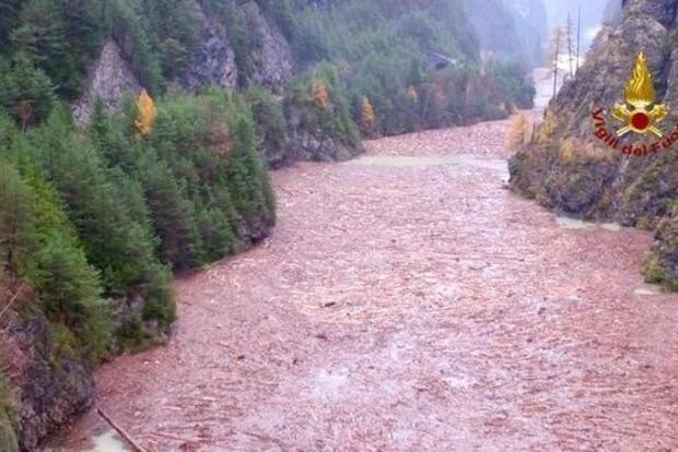 На Сицилии в результате наводнения погибли 11 человек