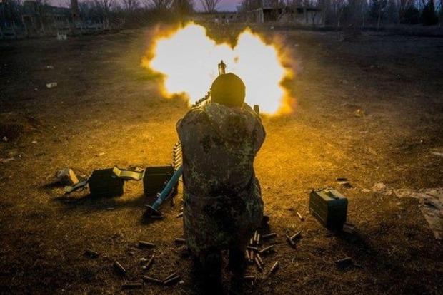 Сегодня боевики 16 раз обстреляли позиции сил АТО (видео)