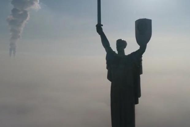 Киев в тумане показали с высоты птичьего полета