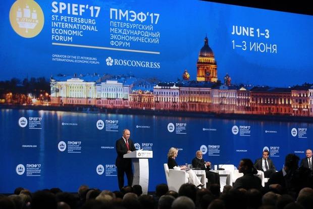 Путин пожаловался, что Запад «сел Москве на шею и свесил ноги»