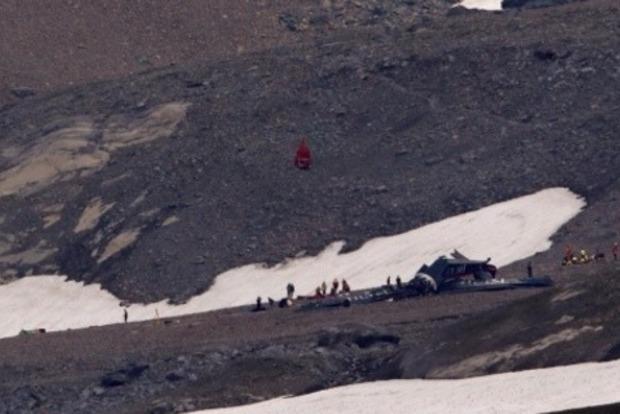 В Альпах разбился пассажирский самолет: много жертв
