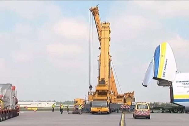 В Праге началась погрузка генератора на украинский Ан-225 «Мрия» (видео)