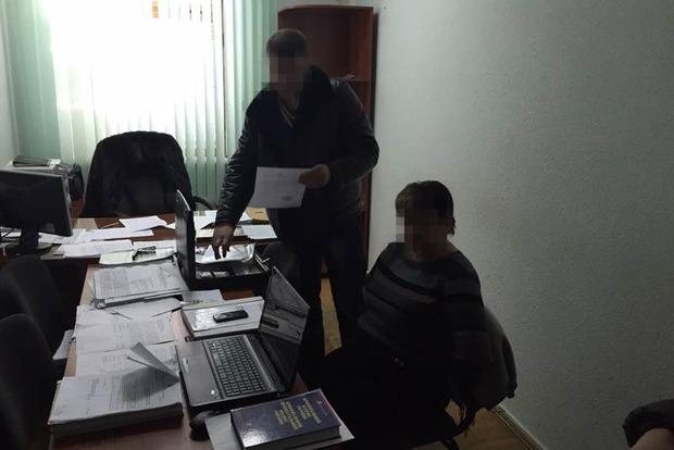 В Кировоградской области прокурор арестовала беременную, чтобы вымогать с нее деньги