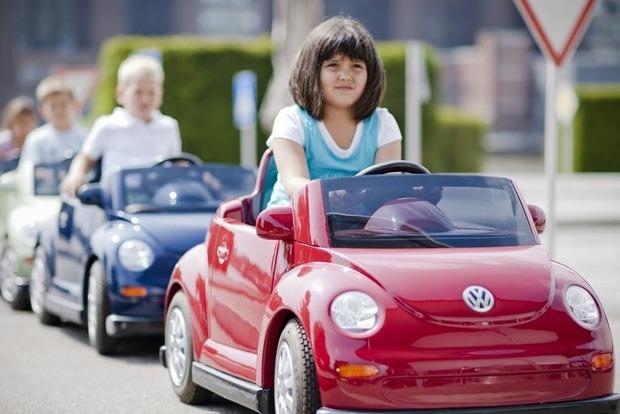 Детям в Германии выдают специальные водительские удостоверения
