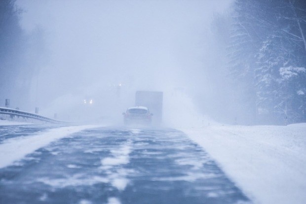 Удар стихии: на Запорожье закрыли дороги для фур и маршруток
