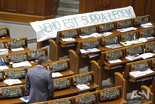 Лишенный вчера неприкосновенности нардеп Поляков не пришел в парламент