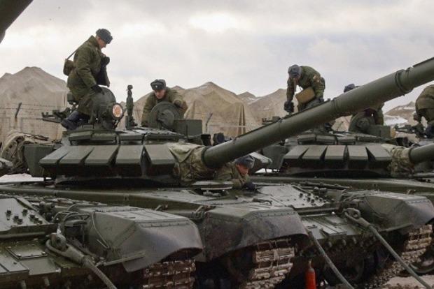 Росія під виглядом навчань перекидає війська до кордонів України