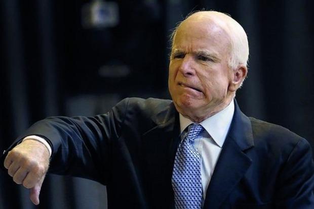 Маккейн обвинил Трампа в задержке введения санкций против России