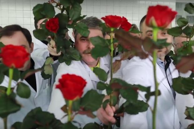 Красота победит болезни: черниговские онкологи оригинально поздравили коллег с 8 марта (видео)