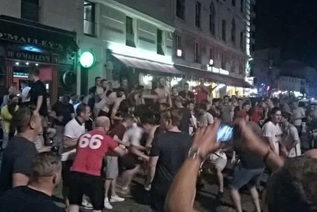 Во Франции произошла массовая драка между футбольными фанами и местными жителями