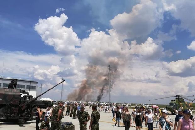 В Румынии на глазах у тысяч зрителей упал и взорвался истребитель МиГ-21