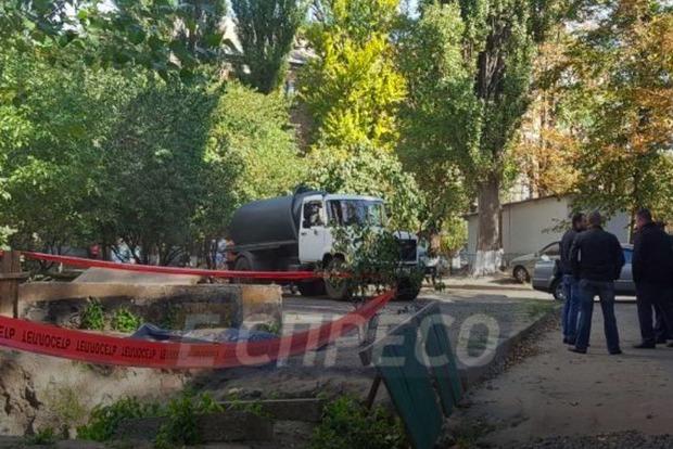 Тело мужчины без головы обнаружили в яме в Киеве