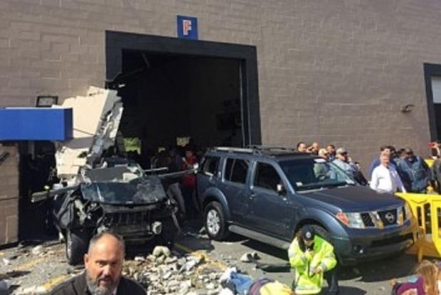 В США внедорожник протаранил толпу на автоаукционе, есть жертвы