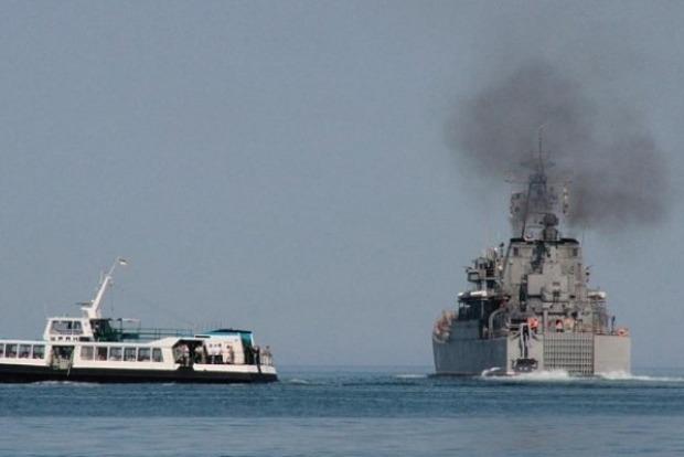 В Азовском море российские корабли угрожающе близко подошли к украинским берегам