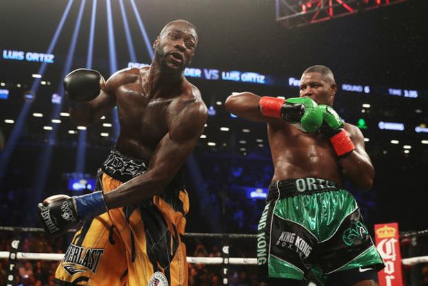 Чемпіон WBC Уайлдер виграв уОртіса вяскравій битві суперважковаговиків: опубліковано відео
