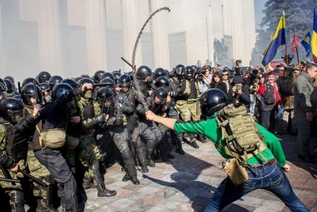 Порошенко заявил о второй гранате, которую планировали бросить в здание Рады