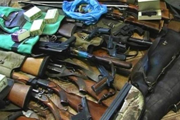 В Киеве полиция обнаружила в квартире у мужчины огромный арсенал оружия