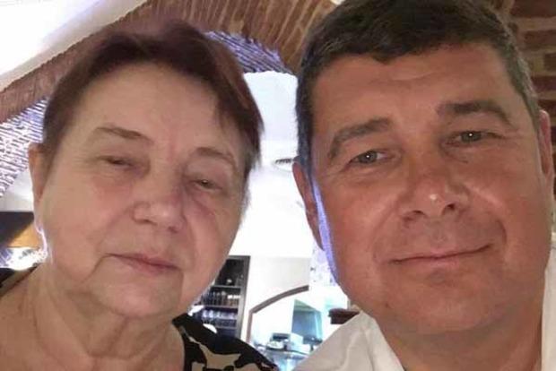 Онищенко заявил, что Испания дала убежище его матери