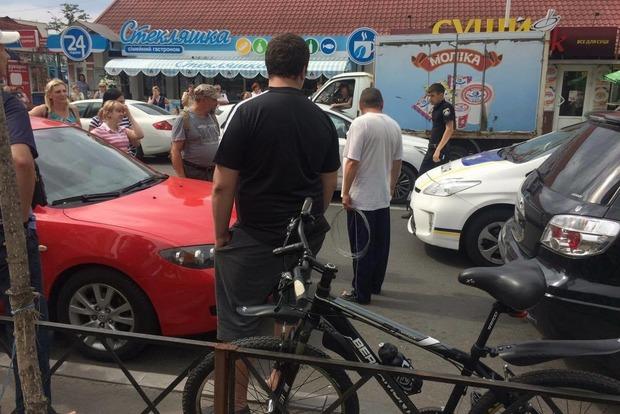 В Киеве автомобильный вор закрылся в машине. Полиция в недоумении
