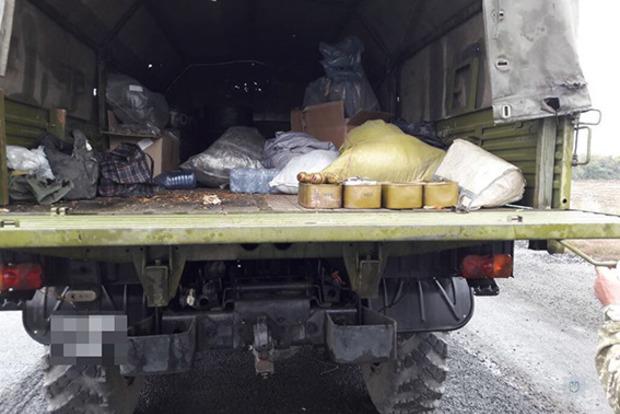 На Днепропетровщине задержали грузовик с арсеналом боеприпасов