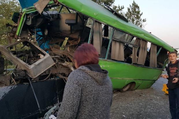 Масштабное ДТП в Изюме: Пострадали 23 человека, среди них 10 детей