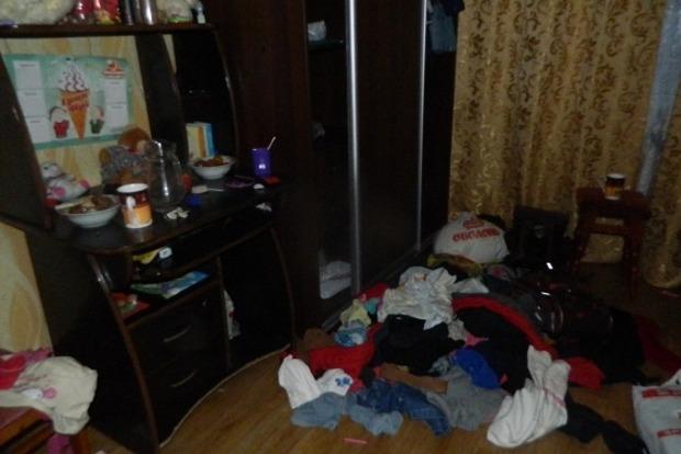 В Киеве трое неизвестных ограбили квартиру на глазах у малолетних детей