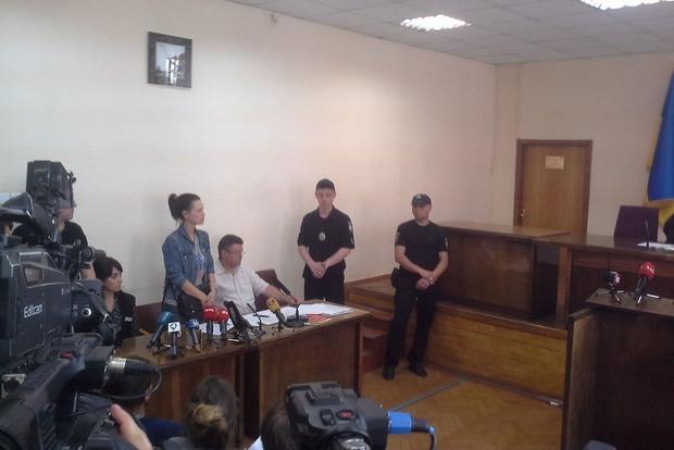 Подольский суд избирает меру пресечения для избившей молотком атовца