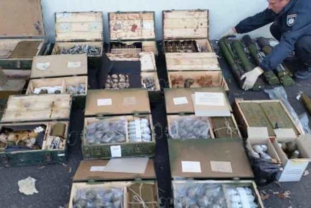 В тылу ОС найден огромный арсенал с оружием и боеприпасами