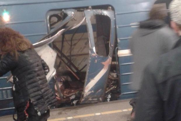 Минздрав: В результате взрыва в метро Петербурга погибли 14 человек