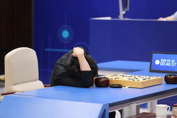 Финальный матч в поединке искусственного интеллекта AlphaGo и человека состоится завтра. Что за игра?