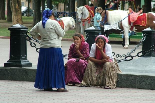 В Ужгороде многодетная ромка незаконно получила 49 000 гривен госпомощи