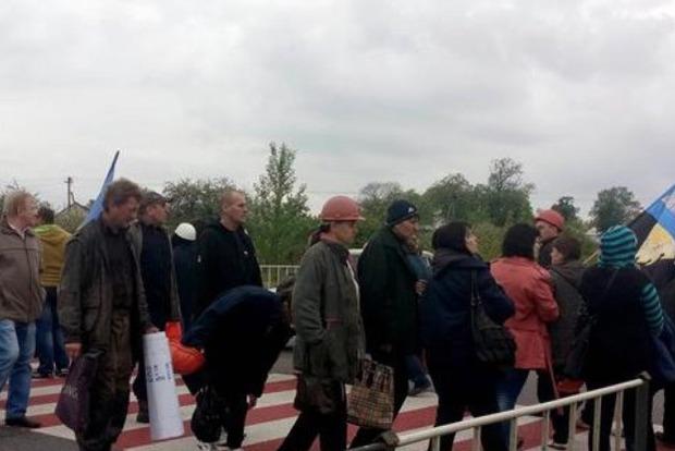 Бастующие шахтеры перекрыли трассу Львов - Рава-Русская