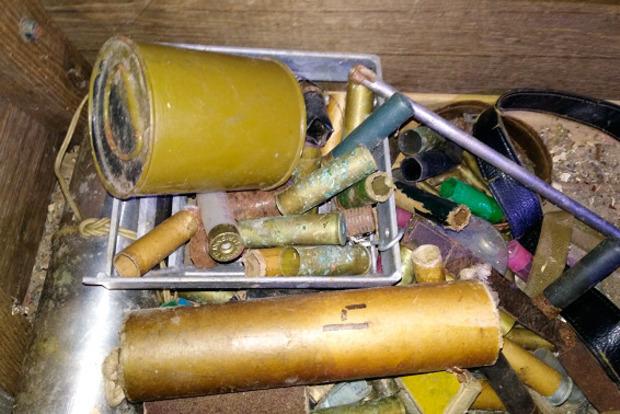 В Ивано-Франковской области в ходе обыска изъяли оружие и взрывчатку