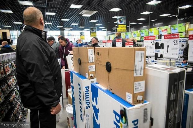 В Польше приняли закон о запрете торговли по воскресеньям
