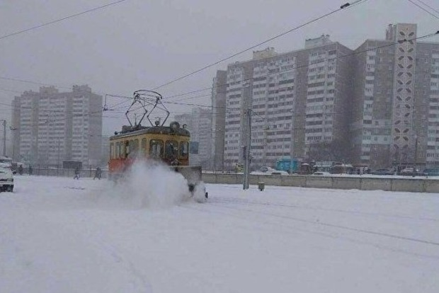 Снегопад в Киеве: остановились скоростные трамваи