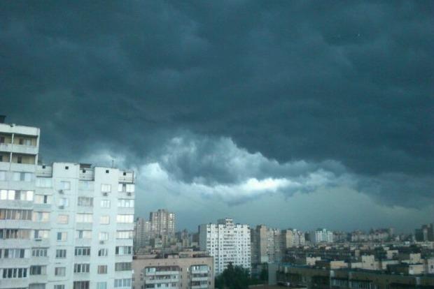 В Киеве в ближайшее время начнется гроза со шквалами, которая продлится до конца суток
