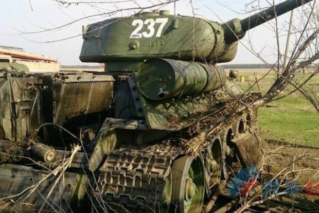 Парада не будет. Под Луганском разбомбило технику боевиков для 9 мая