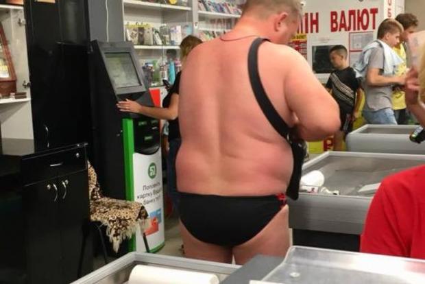 Жителей Черноморска достали голые пляжники