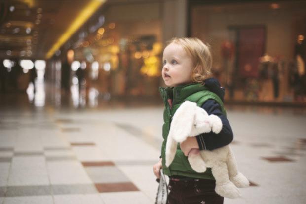Воспитатель не уследила, а горожане наплевали: ребенок из детского сада шел домой несколько километров