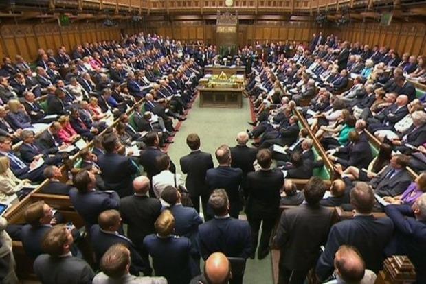 Сексуальный скандал в Британии: 36 депутатов обвинили в домогательствах