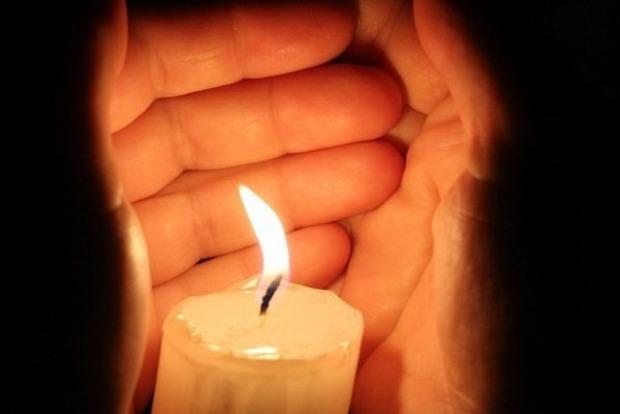 Почему в трудные периоды жизни помогает зажженная свеча. И не обязательно в церкви
